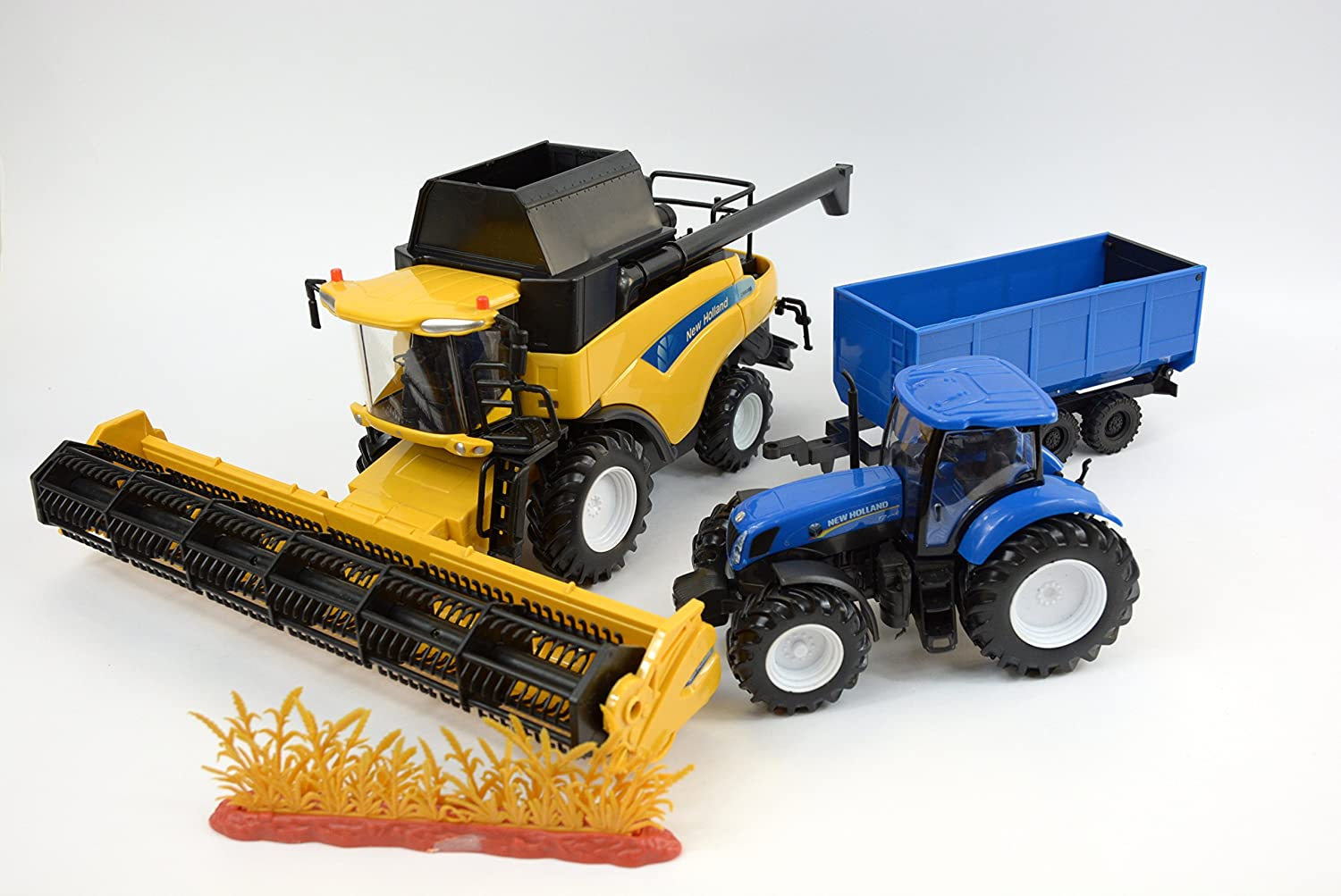 New Holland CR9090 Combine with T700 Tractor and Hay Wagon