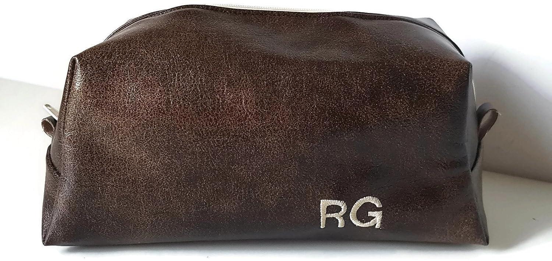 Trousse de toilette - cuir vegan lisse marron - inté rieur impermé able - broderie initiales et message inté rieur - 22x10x8cm