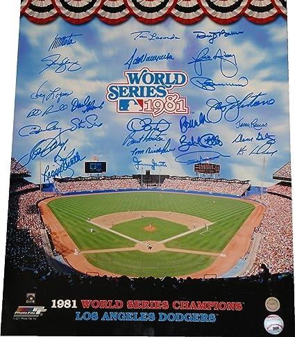 1981 World Series Dodgers Team Signed Autograph 16x20 Photo Guerrero