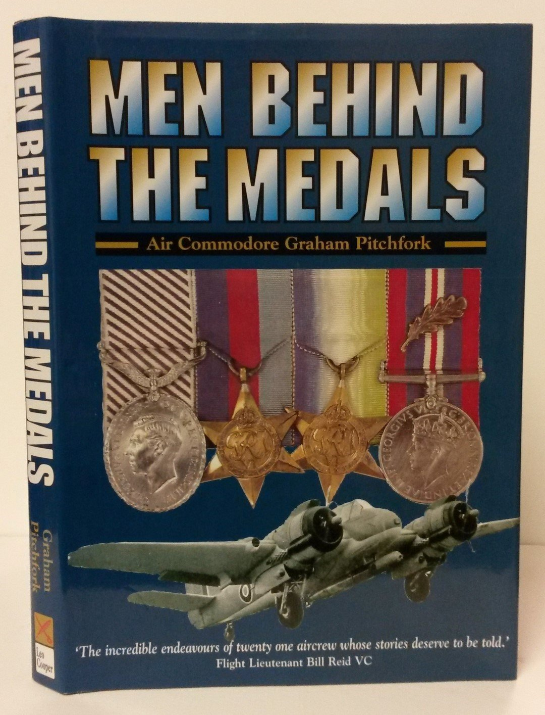 Download MEN BEHIND THE MEDALS: The Actions of 21 Aviators during World War Two (v. 1) ebook