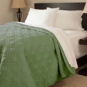 Lavish Home Solid Color Bed Quilt, Full/Queen, Green