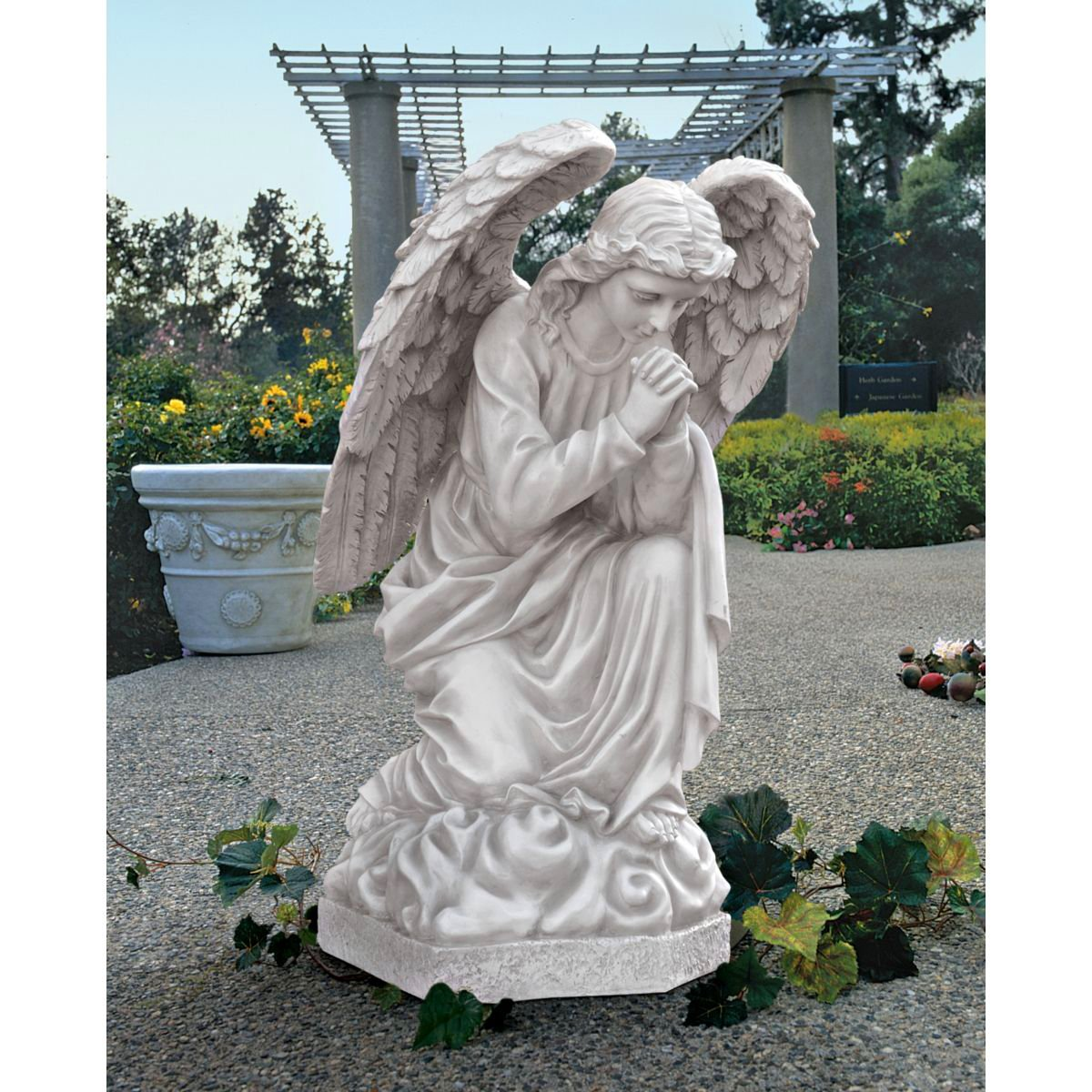 Design Toscano The Praying Basilica Angel Statue
