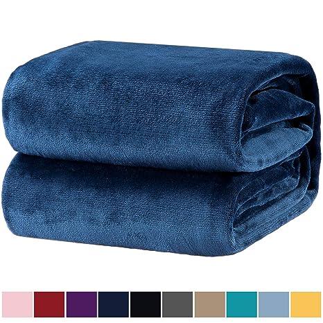 Bedsure Mantas para Sofas de Franela 150x200 cm - Manta para Cama 90 Reversible de 100% Microfibre Extra Suave - Manta Azul Marino Transpirable