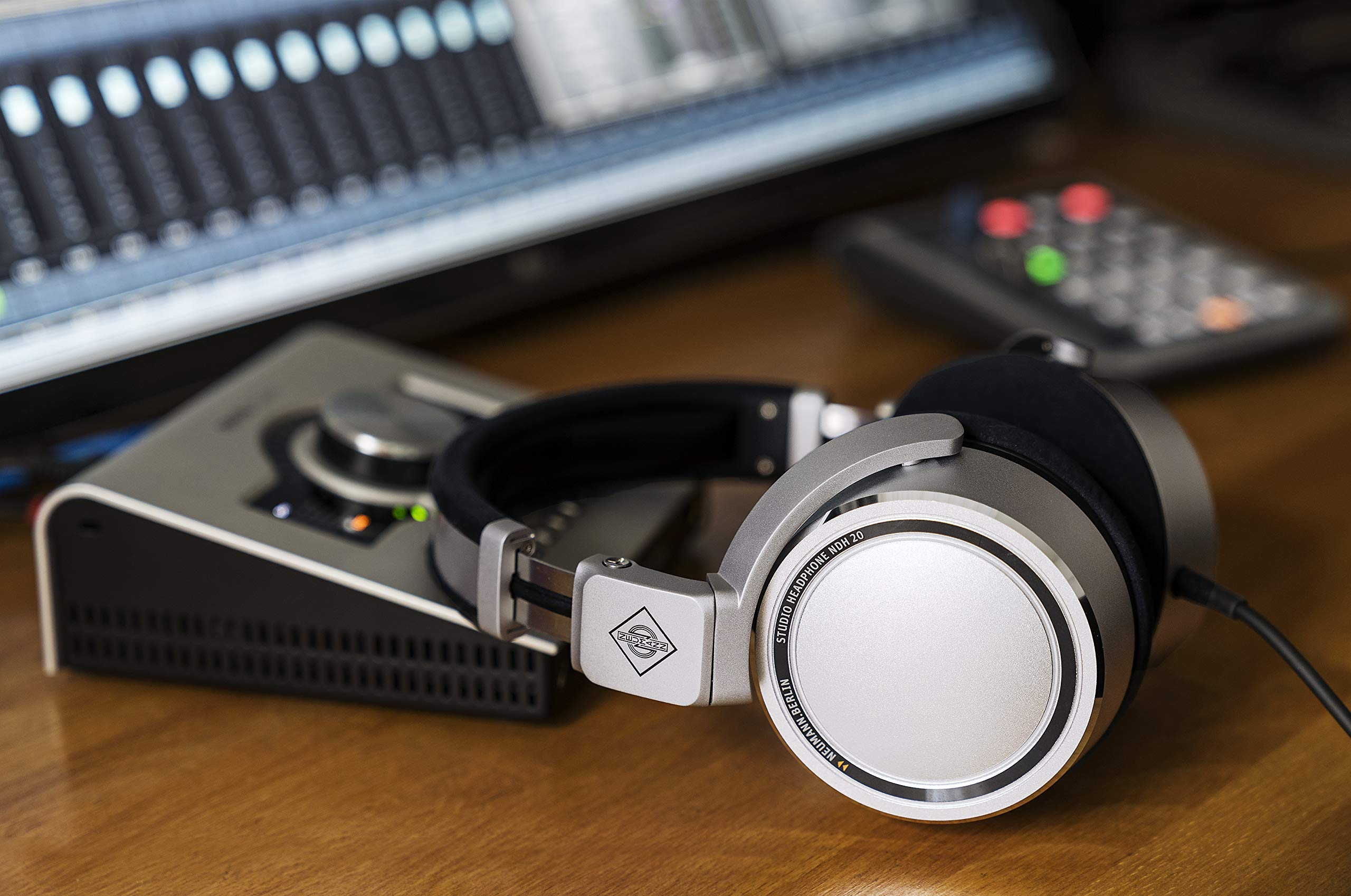Neumann Studio Headphones (NDH 20 Closed-Back Monitoring He by Neumann (Image #5)