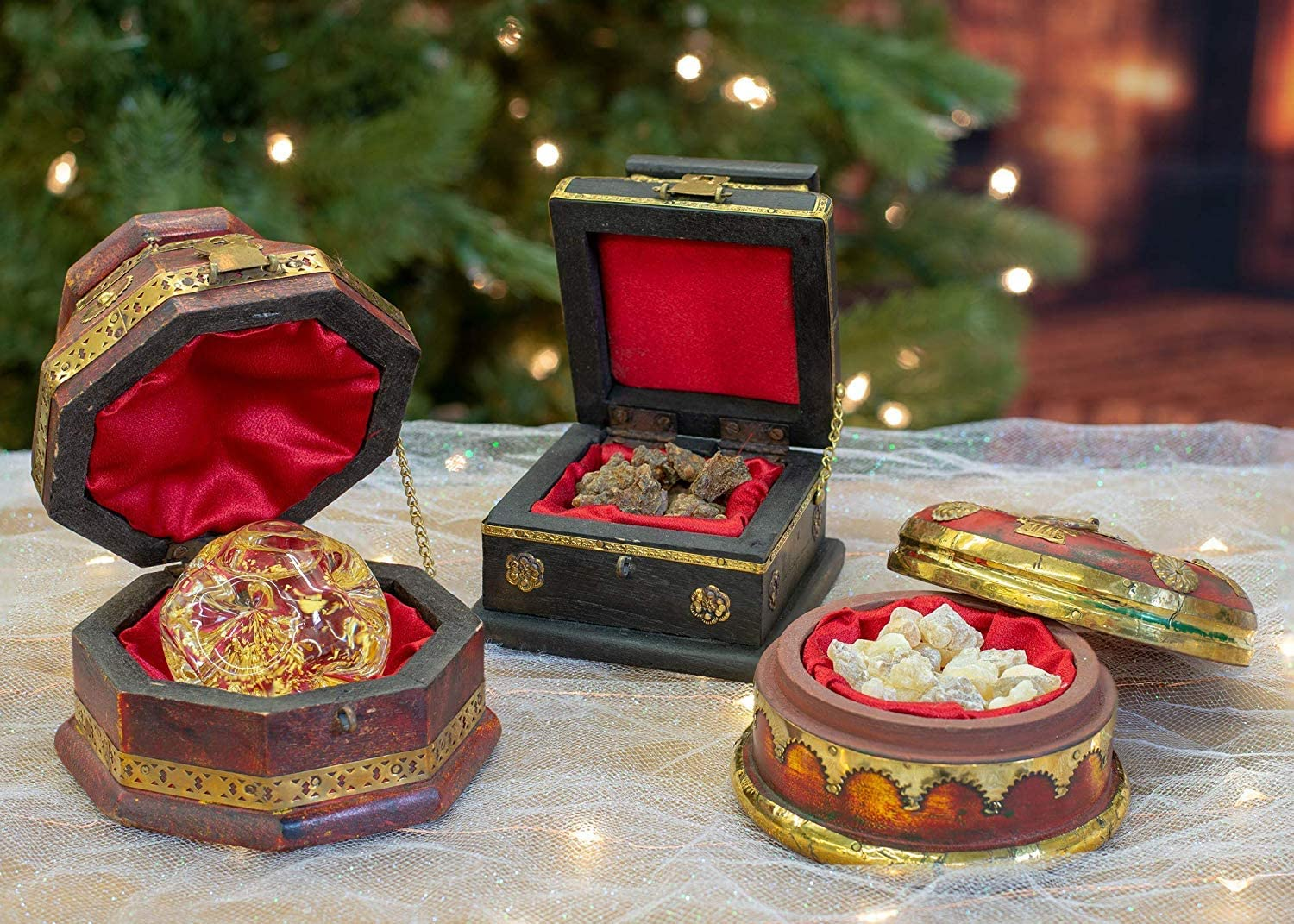 Amazon Com Three Kings Gifts The Original Gifts Of Christmas Set Of 3 Deluxe Box Gold Frankincense Myrrh Home Kitchen