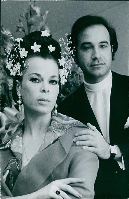 Vintage foto de la princesa María Beatriz de Saboya con Luis Reyna durante su boda ceremonia