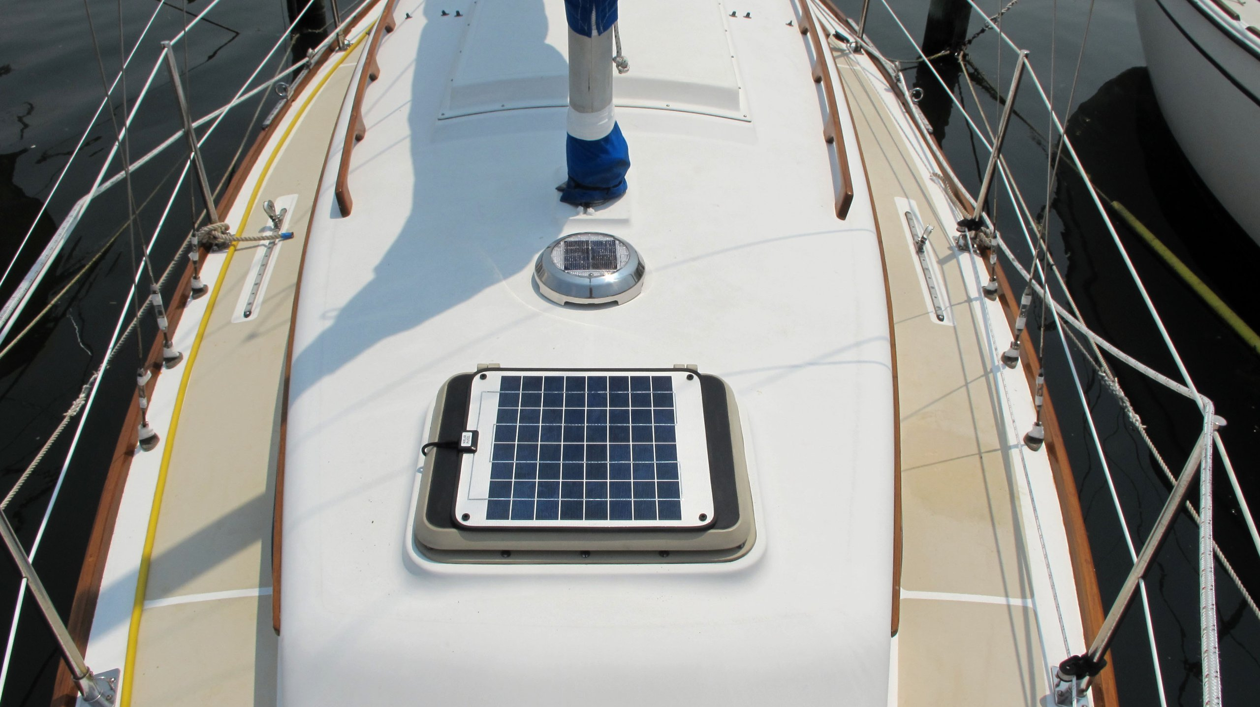 NOW 20 Watt 1.0 Amp - Solar Battery Charger - Boat, RV, Marine & Trolling Motor Solar Panel - 12 Volt - No experience Plug & Play Design. Dimensions 14.1'' L x 15.7'' W x 1/4'' Thick. 10' cable. by DuraVolt (Image #8)