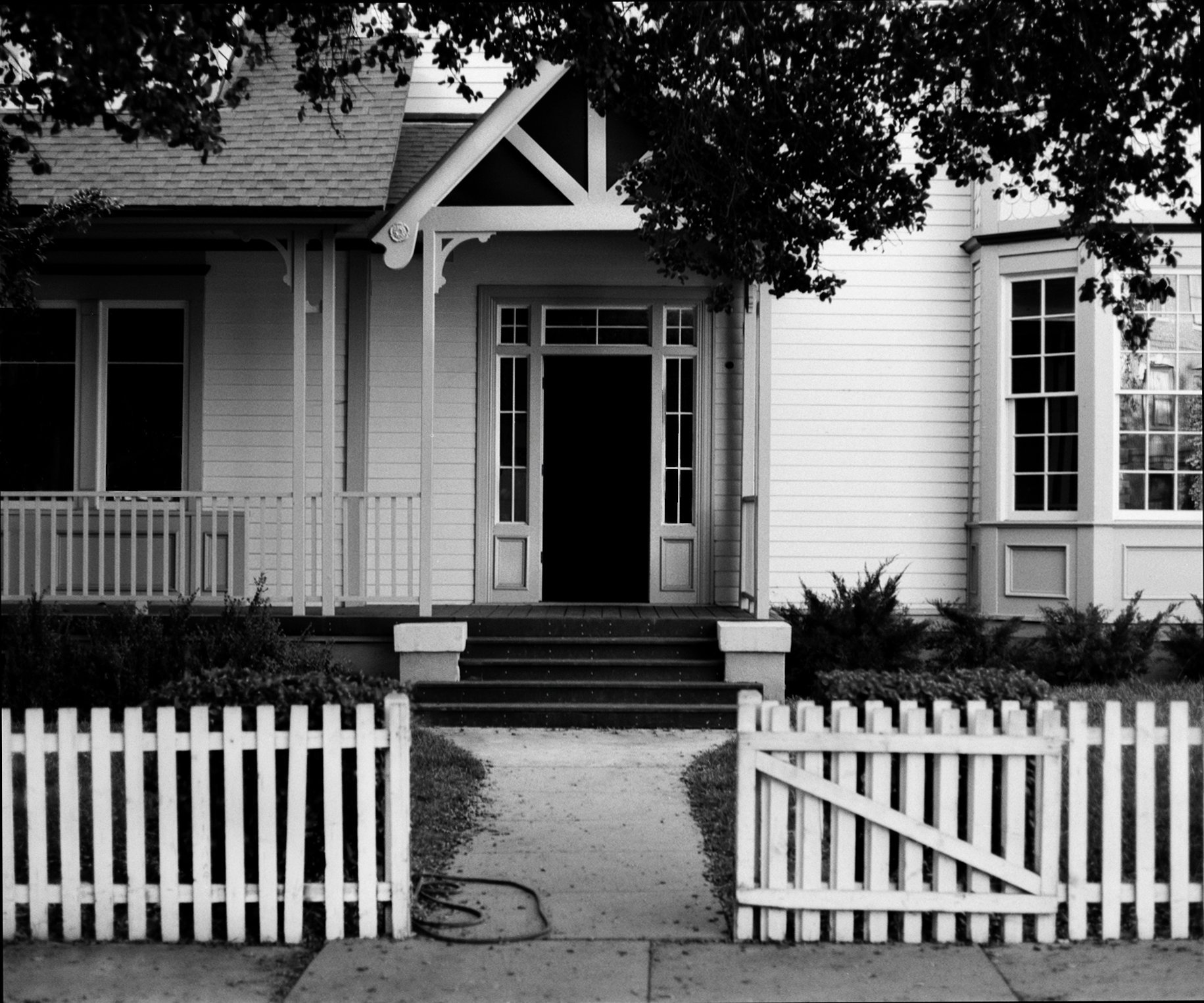 A LOVELY COTTAGE WITH WHITE PICKET FENCE
