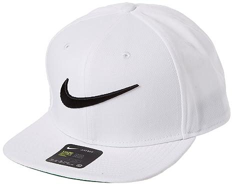 Boné Nike Swoosh Pro Branco Aba Reta - 639534  Amazon.com.br  Amazon ... 357024ab63f
