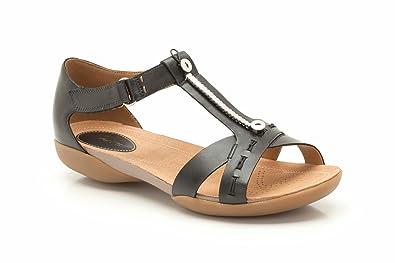 0bb0b093093e Clarks Raffi Magic Black Leather 4 UK D   37 EU  Amazon.co.uk  Shoes ...