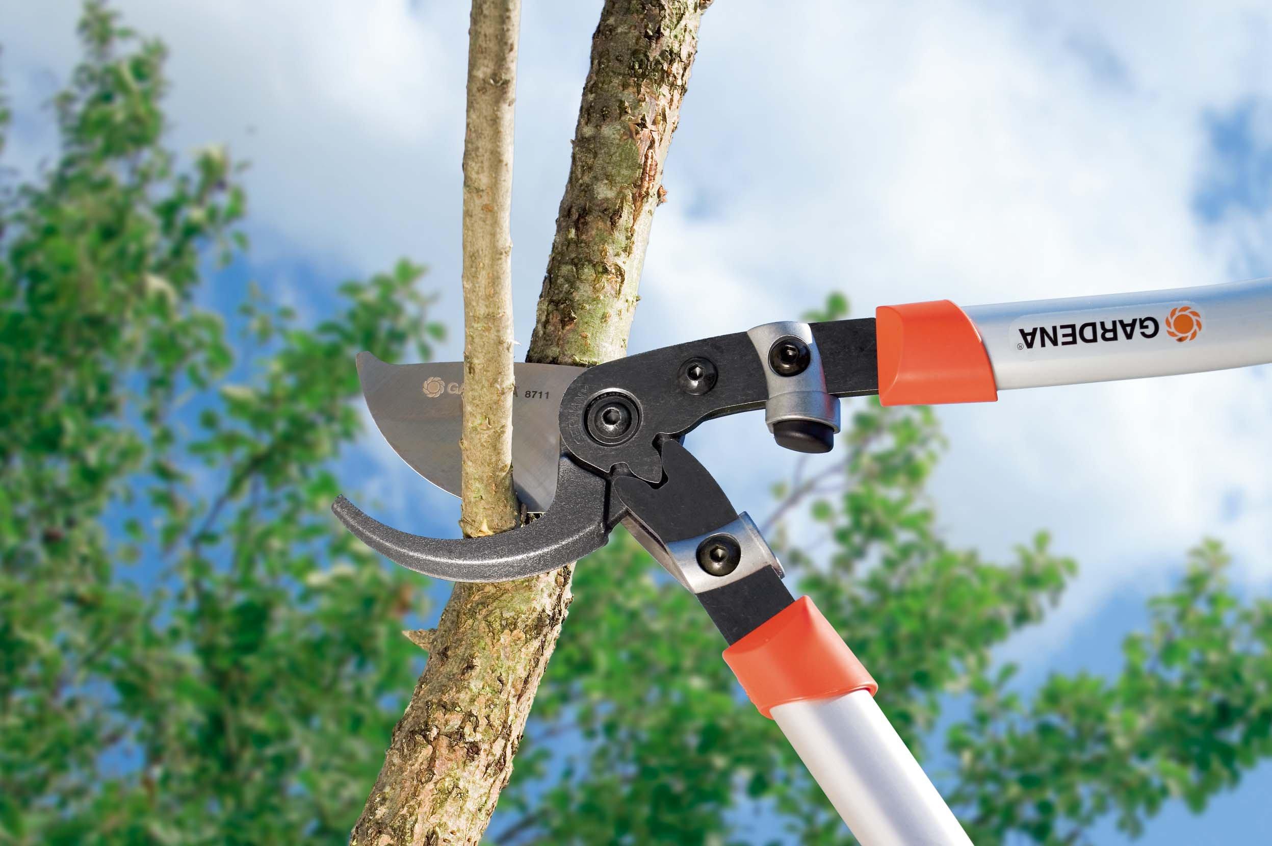 Gardena 8711 30-Inch Bypass Pruning Lopper With 1-1/2-Inch Cut & Ergonomic Aluminum Handles