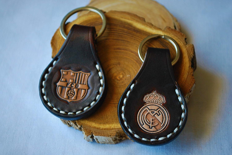 Llaveros de cuero con escudos de fútbol grabados