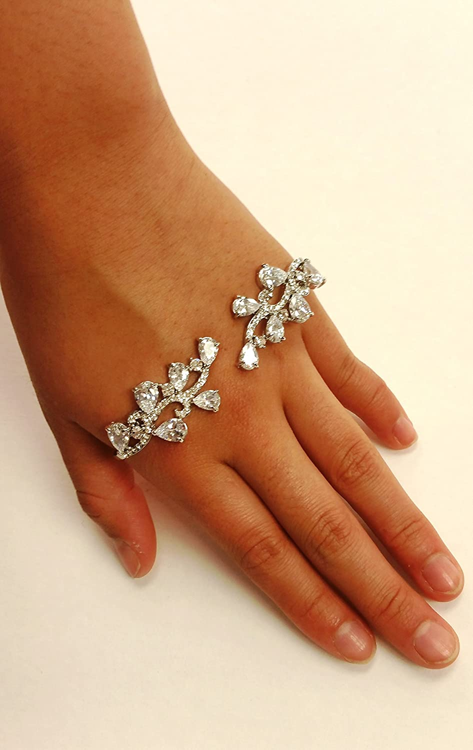 High Quality Stylish Pattern Shape Crystal Paw Ring