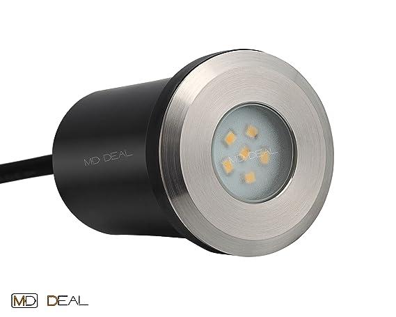 1er juego de luces LED empotrables en el suelo en el piso de la instalación de