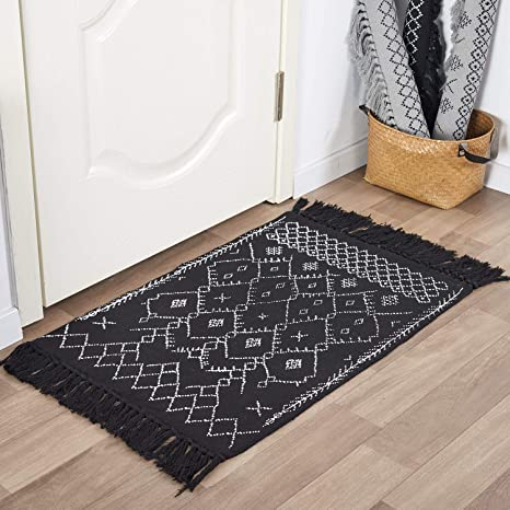 Amazon Com Easyjoy Boho Rugs Boho Bathroom Rugs Small Throw Runner Rug 2 X3 Black White Bath Mat Tassel Rug Washable For Kitchen Laundry Doorway Bedroom Geometric Minimalist Style Kitchen Dining
