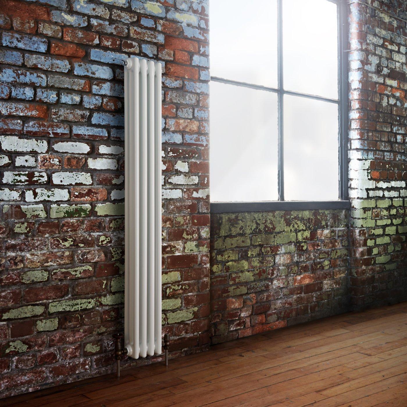 Hudson Reed Radiador Calentador Tradicional Decorativo Diseñ o Vertical Triple - Acero Acabado Blanco - 1500mm x 203mm - 725 Vatios - Calefacció n Central Agua Caliente - Pack Montaje Incluido