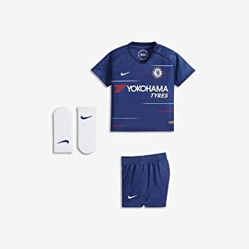 sneakers for cheap b3908 3122a Amazon.com : Nike 2018-2019 Chelsea Home Baby Kit : Sports ...