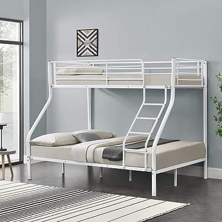 La litera proporciona 3 lugares cómodos para dormir - Dos personas en la cama inferior, y una person