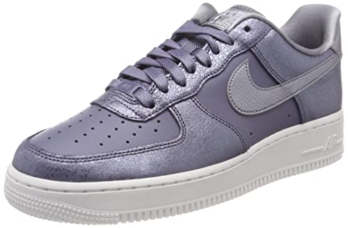 vente chaude en ligne 5d813 5b09f Nike Women's Air Force 1 '07 Premium (Light Carbon/Metallic Cool Grey, Size  7 M US)