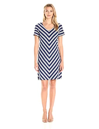bb7ff343a1 Amazon.com  Lark   Ro Women s Short Sleeve V-Neck Shift Dress  Clothing