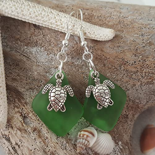 Handmade jewelry in Hawaii, Twin Turtle Emerald May birthstone