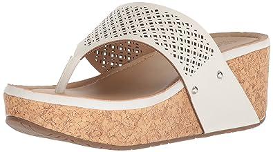 bfbc16d5c82 Kenneth Cole REACTION Women s Fan-Tastic Thong Platform Sandal Wedge