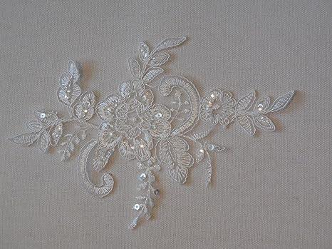 Un bianco con paillettes pizzo applique per abiti da sposa bianco