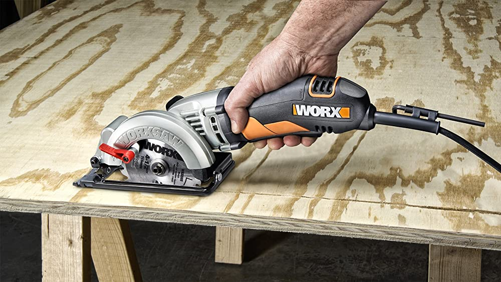 Best Compact And Mini Circular Saws For 2021 – Reviews & Buying Guide