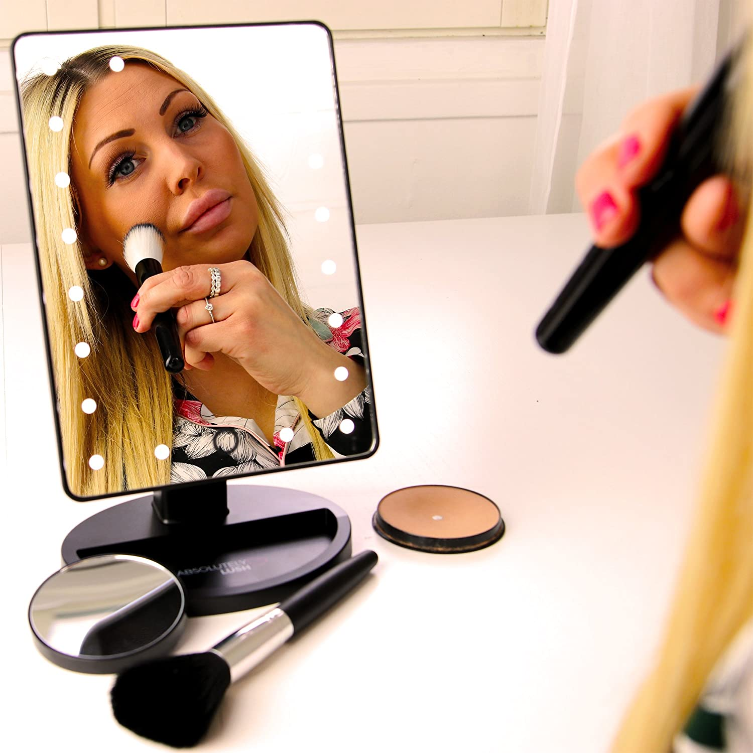 The 5 Best Makeup Mirrors In 2018: Compact, Lighted And Cordless 4