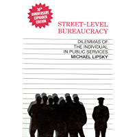 Street-Level Bureaucracy, 30th Anniversary Edition: Dilemmas of the Individual in Public Service (English Edition)