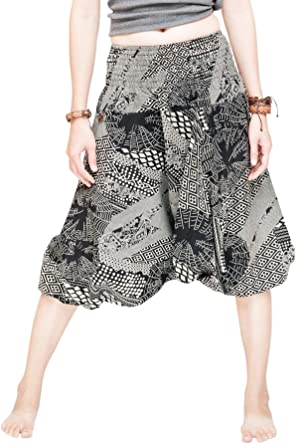 9a6dac8d7c62d Amazon.com  Capri Baggy Harem Aladdin Pants Unisex Shirred Waist Shorts  (Black Spiderweb)  Clothing