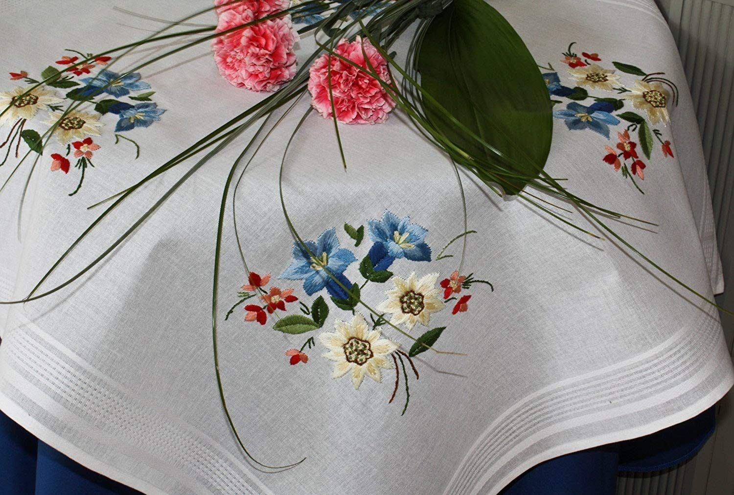 Kamaca-Shop Embroidery Kit in 'Alpine Flowers' Design with Gentian, Edelweiss and Alpine Rose Flowers Including Centrepiece Tablecloth for Self-Embroidery 80 cm x 80 cm Pre-Outlined Satin Stitch, Stem Stitch and Knot Stitch 100% Cotton Ready to Start Imme
