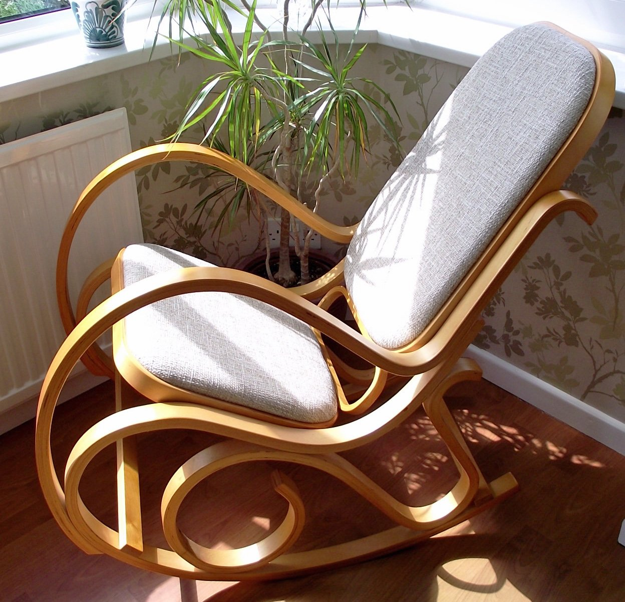 NEW BENTWOOD PADDED SEAT ROCKING CHAIR BIRCH WOOD THONET LIVING BED ROOM  CONSERVATORY MATERNITY: Amazon.co.uk: Kitchen U0026 Home