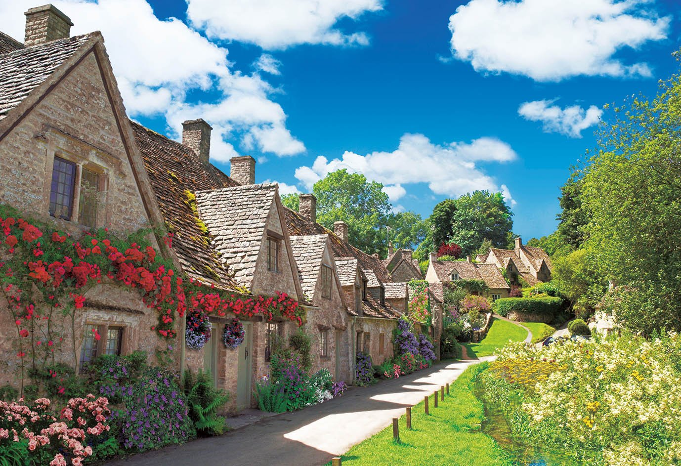 300-piece jigsaw puzzle honey-coloROT town Cotswolds - United Kingdom (26x38cm)