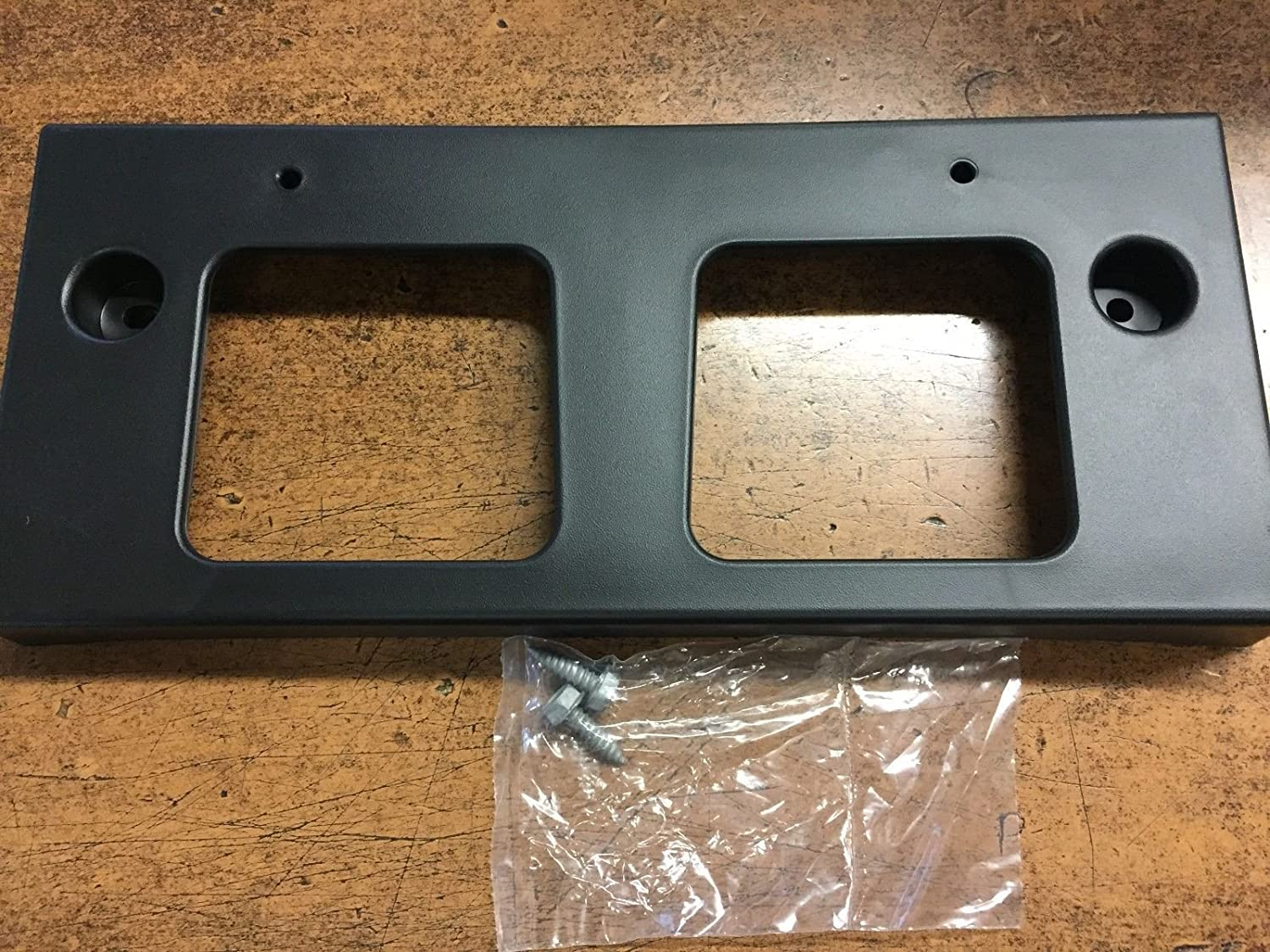 NEW OEM 2017-2018 ROGUE SPORT FRONT LICENSE PLATE BRACKET NISSAN