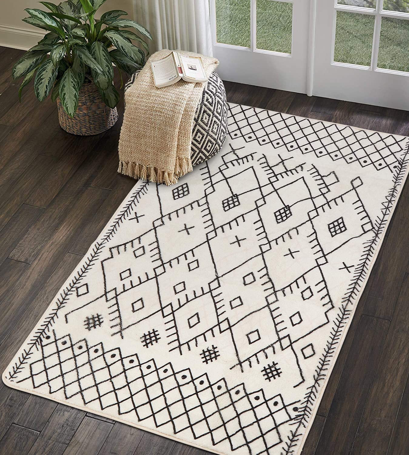 Amazon Com Uphome Boho Geometric Area Rug 3 X 5 Velvet Distressed Accent Tribal Throw Rugs Modern Moroccan Trellis Floor Carpet For Living Room Bedroom Laundry Nursery Decor Black And Beige Home Kitchen