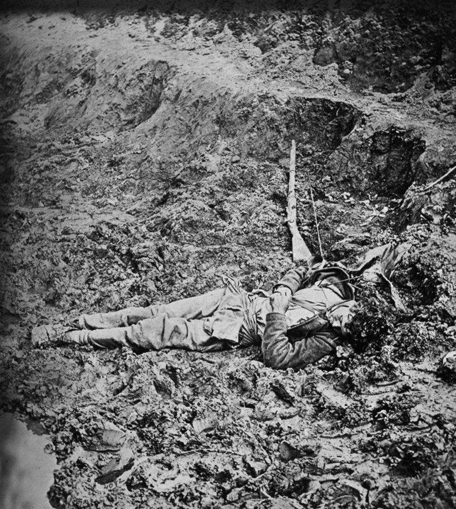Petersburg , Va – Dead Confederate Soldier in trench Civil War写真 36 x 54 Giclee Print LANT-21211-36x54 36 x 54 Giclee Print  B01MG3IOJM