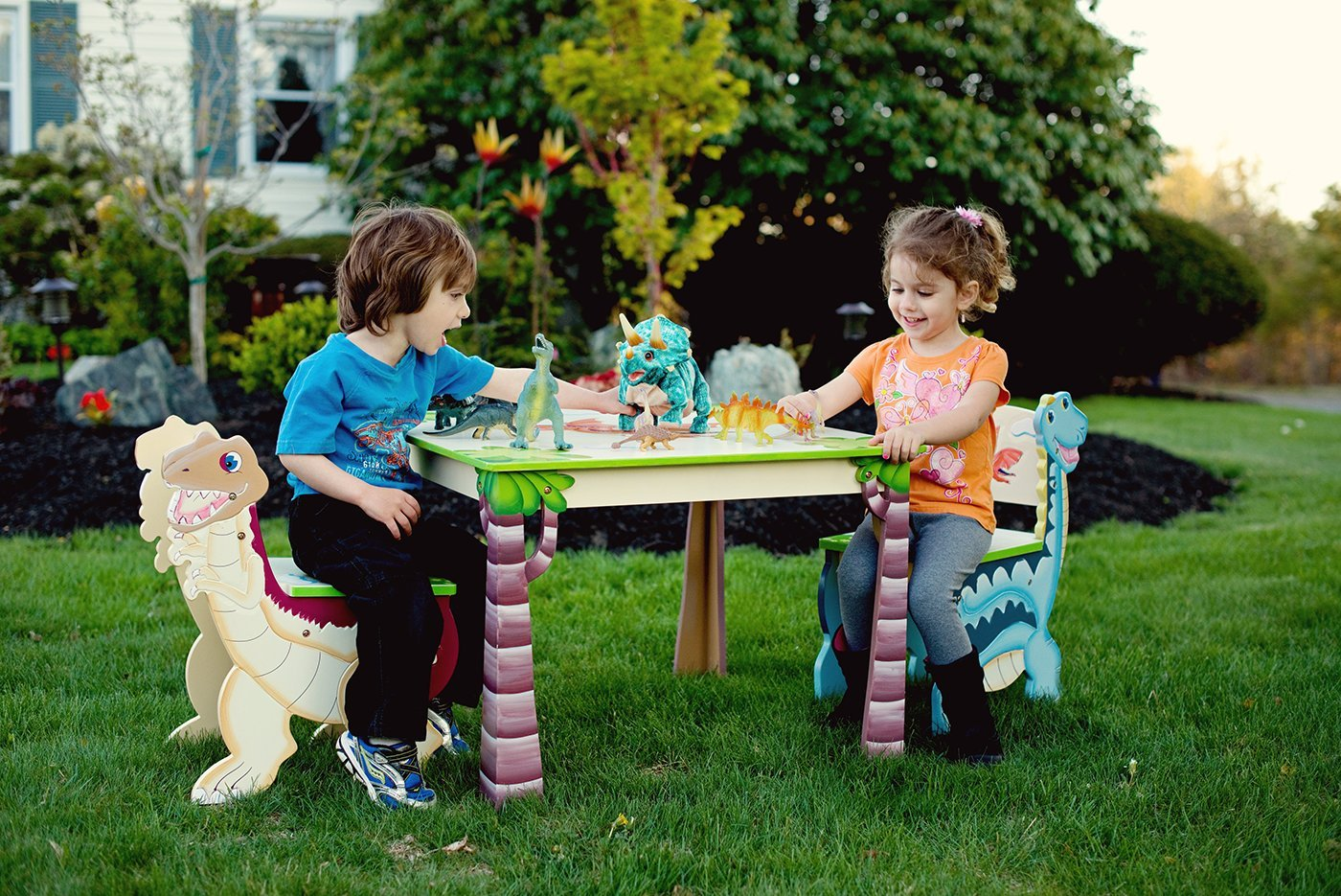 Fantasy Fields TD-0079A1 Dinosaur Kingdom Table pour enfants Bois Multicolore 71,12 x 71,12 x 52,07 cm
