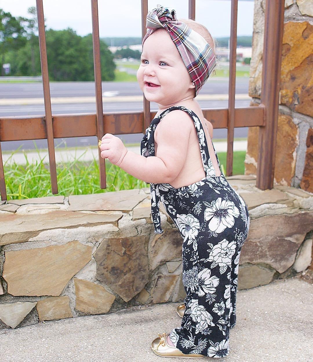 01a6ee4392f Amazon.com  SAYOO Baby Girl s Flower Black   White Leggings Kids Floral  Romper Sleeveless Jumpsuit (0-6M (70))  Baby