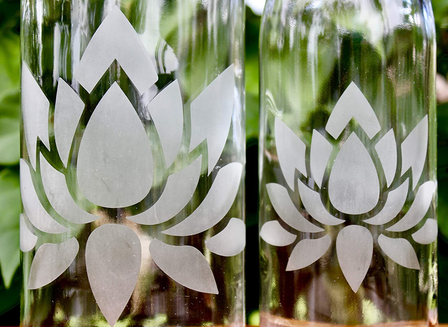 32oz Lotus Flower Etched Glass Bottle With Swing-Top Lid