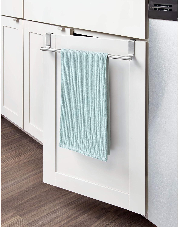iDesign Barra toallero para puerta, pequeño toallero de baño y cocina de acero, colgador de paños de cocina para colocar en la puerta del armario, plateado mate: Amazon.es: Hogar