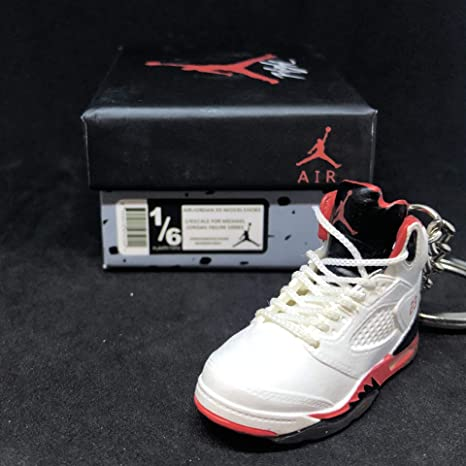 93b7a790549 Amazon.com : Air Jordan V 5 Retro Black Tongue Fire Red White OG Sneakers  Shoes 3D Keychain 1:6 Figure + Shoe Box : Everything Else
