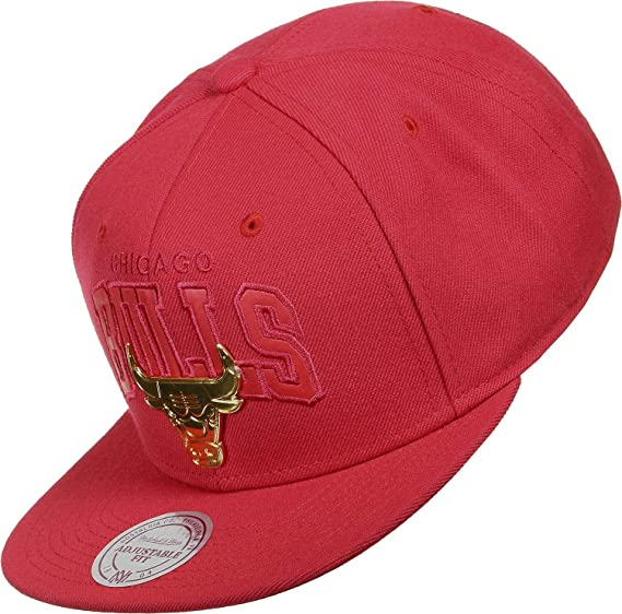 265a8b1137a Mitchell   Ness Men Caps Snapback Cap Lux Arch Chicago Bulls red Adjustable   Amazon.co.uk  Clothing