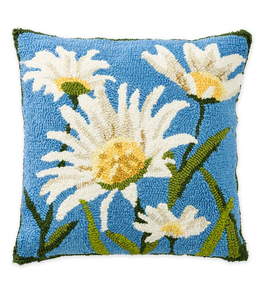 Plow /& Hearth Indoor//Outdoor Hooked Daisies Throw Pillow 18 sq.