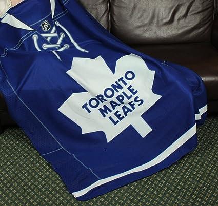 ac65dc84aa7 Amazon.com   Toronto Maple Leafs NHL Fleece Throw Blanket by Northwest    Sports Fan Throw Blankets   Sports   Outdoors