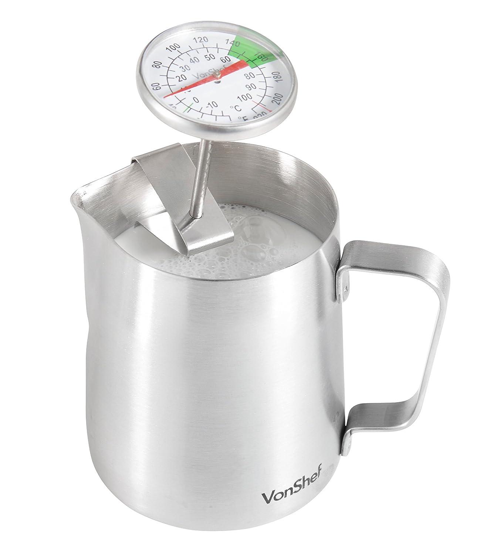 Thermometer seitlich in das Milchkännchen eingehangen