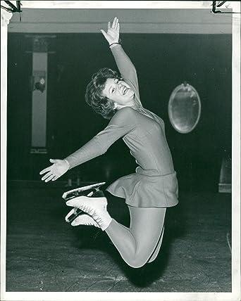 Amazon.com: Vintage photo of Diana Clifton Peach: Entertainment Collectibles