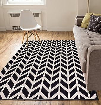 Amazon Spirit Chevron Black 8x10 82 X 910 Modern Geometric Zigzag Stripe Thin Value Area Rug Perfect For Living Room Dining Family