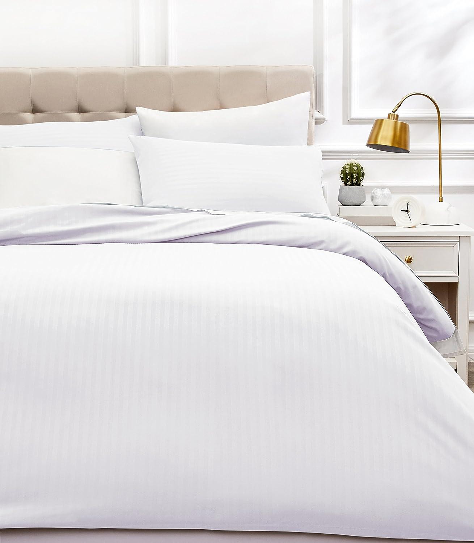 AmazonBasics - Juego de ropa de cama con funda nórdica de microfibra y 2 fundas de almohada - 260 x 220 cm, blanco brillante
