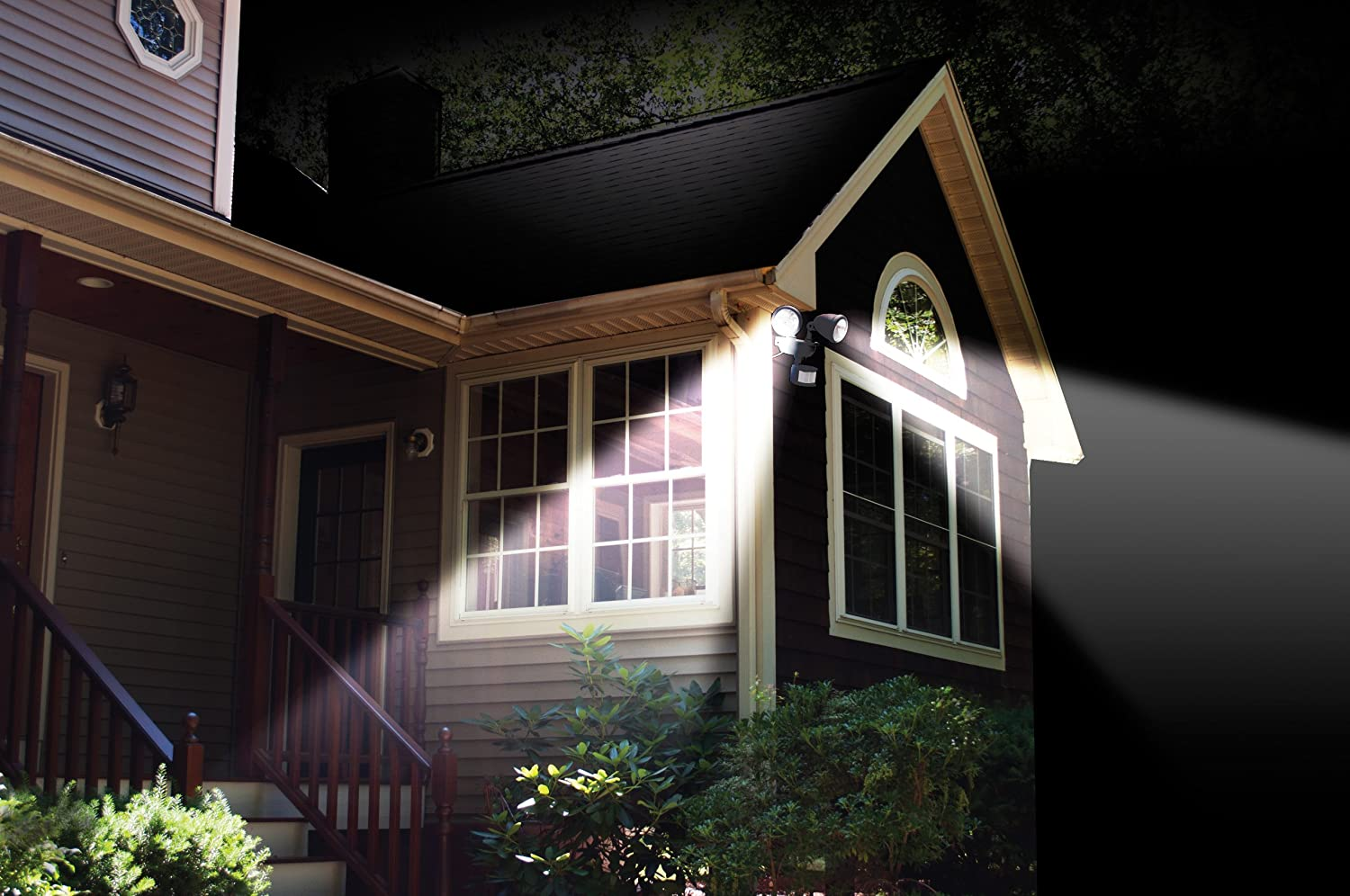 MAXSA Innovations 44217 Solar Motion Activated Dual Head Light in White